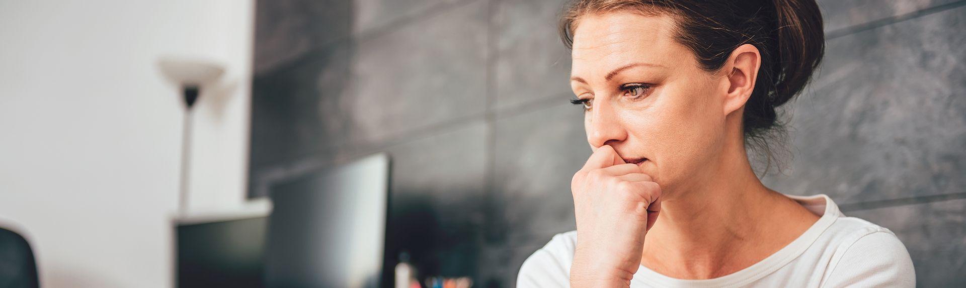 Тревожность во время менопаузы: откуда она берется и что с ней делать