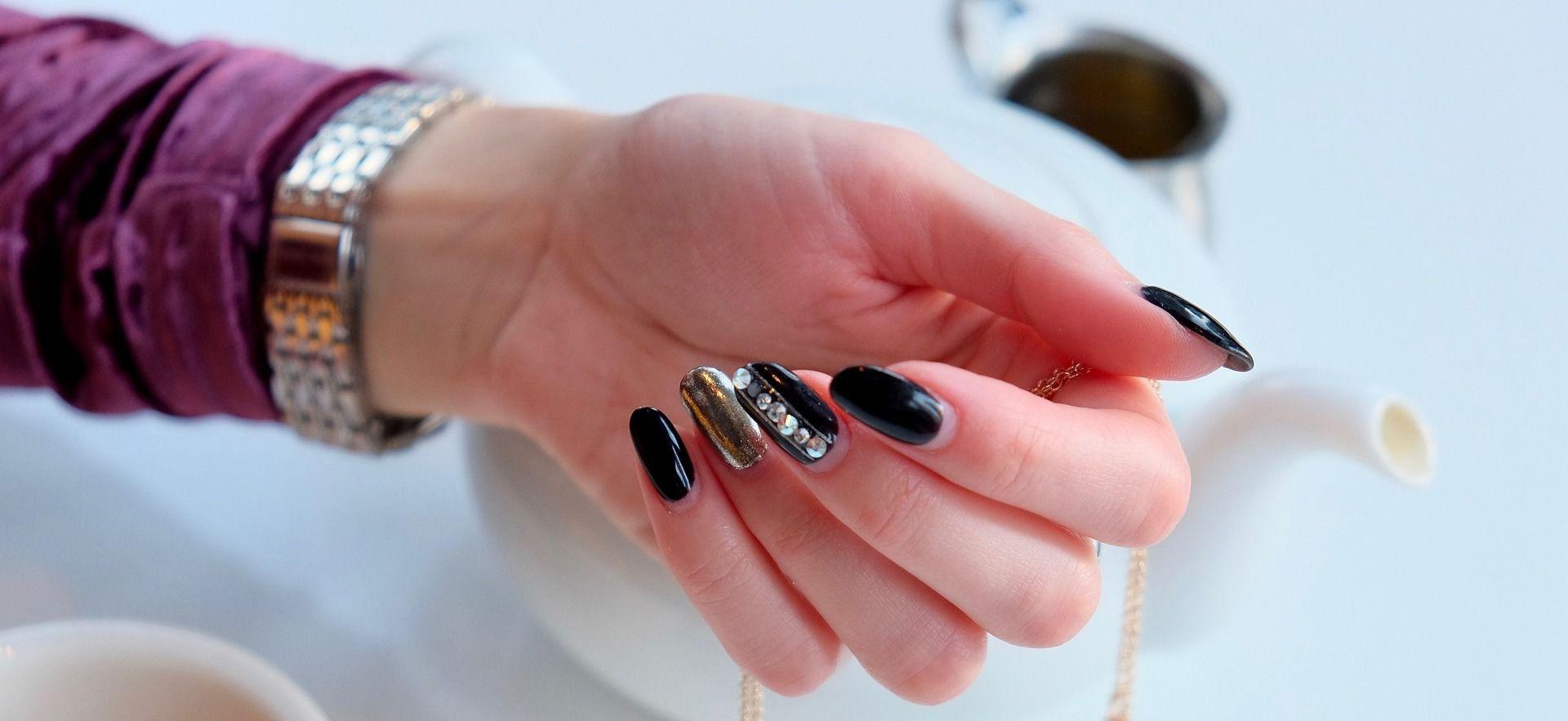 Почему слоятся ногти: основные причины и методы лечения