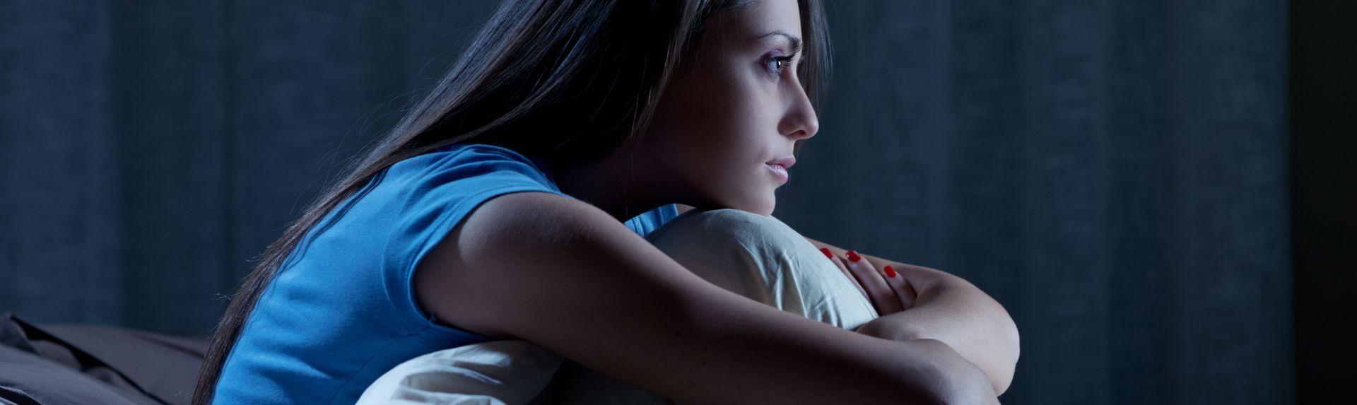 Бессонница при менопаузе: почему начинаются проблемы со сном и можно ли их победить?
