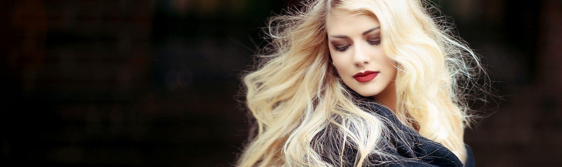Во сколько лет седеют волосы у женщин?