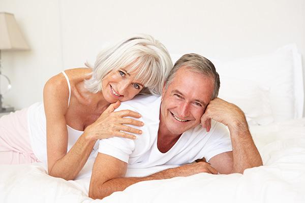 Старая с молодым секс видео98